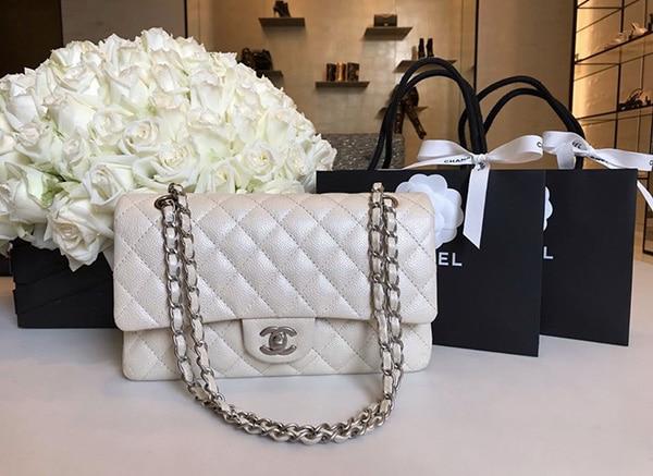 chanel classic สีขาว